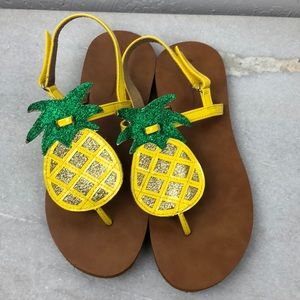 Hanna Andersson pineapple sandle size 4/5
